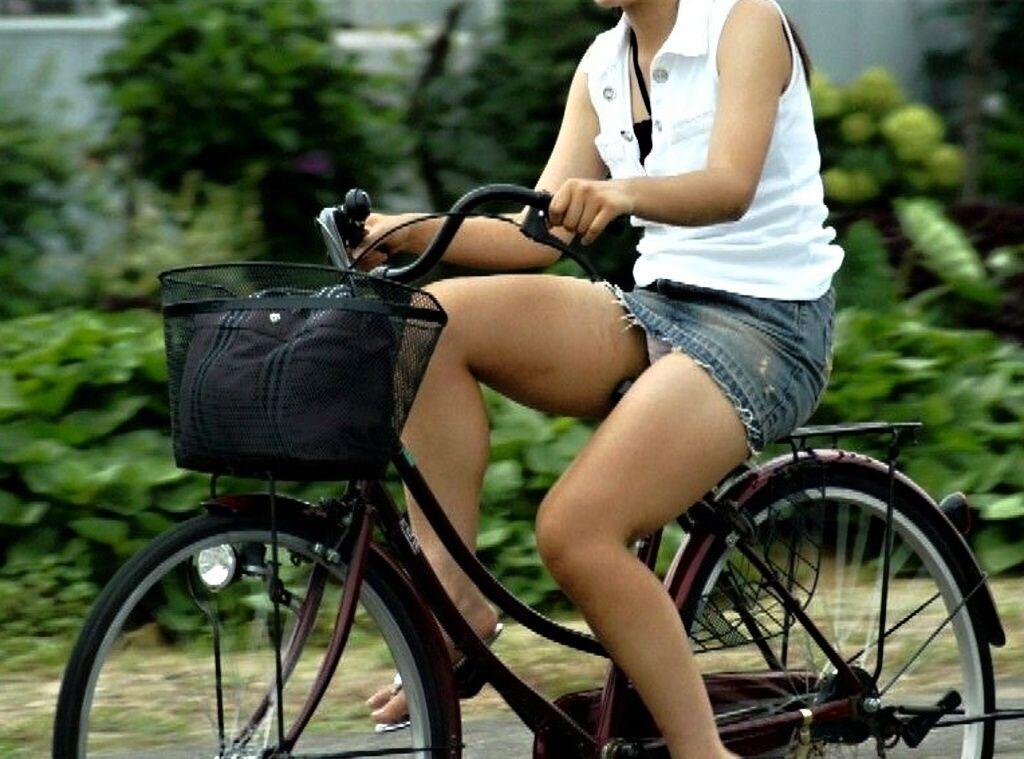 女の子は自転車乗ってるだけでエロいwwwオナニー捗るオカズ画像www 1234