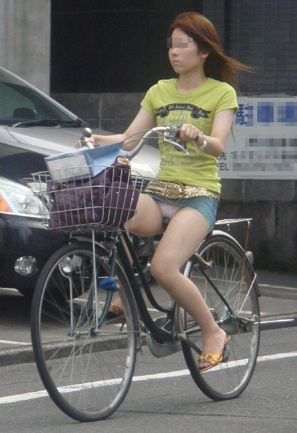 女の子は自転車乗ってるだけでエロいwwwオナニー捗るオカズ画像www 1237