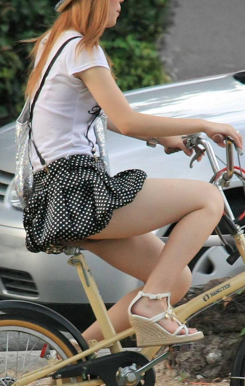 女の子は自転車乗ってるだけでエロいwwwオナニー捗るオカズ画像www 1238