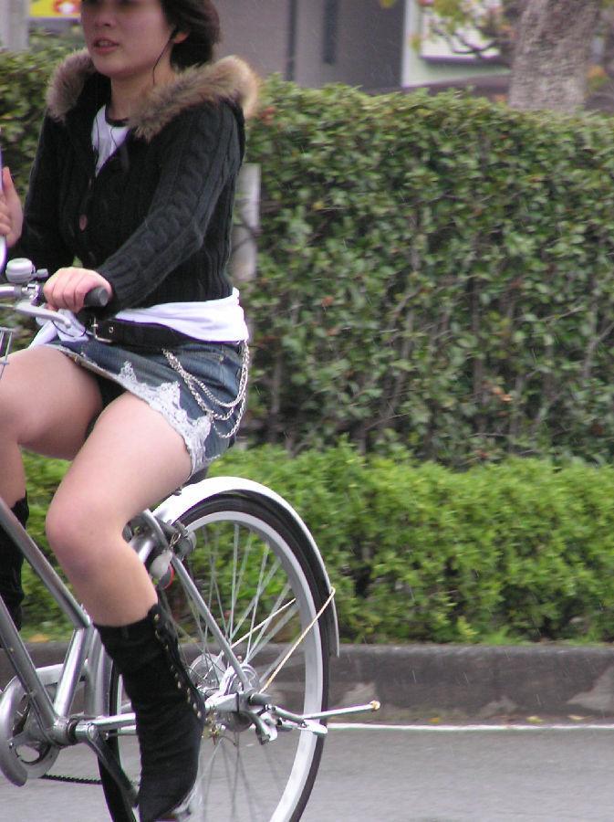 女の子は自転車乗ってるだけでエロいwwwオナニー捗るオカズ画像www 1239