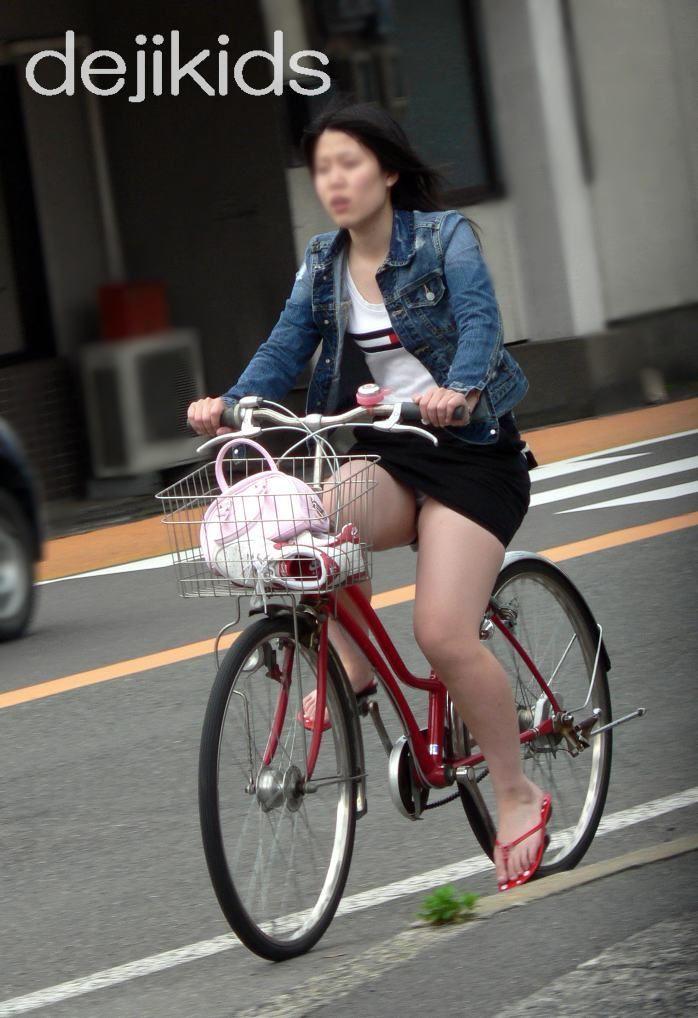 女の子は自転車乗ってるだけでエロいwwwオナニー捗るオカズ画像www 1241