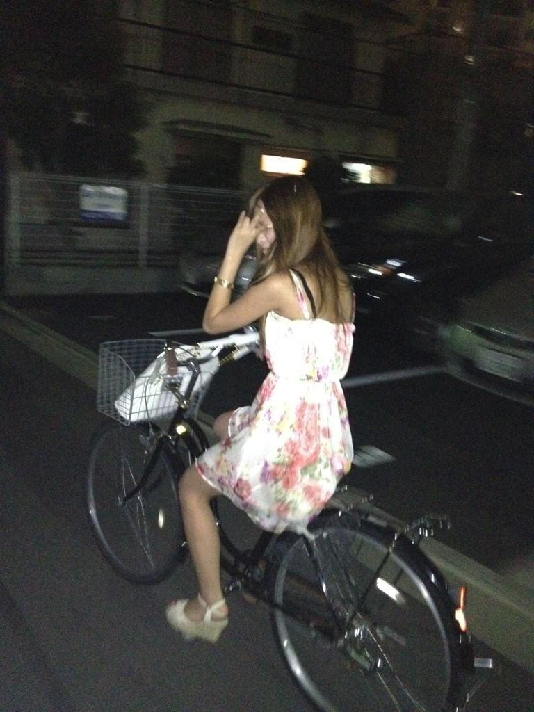 女の子は自転車乗ってるだけでエロいwwwオナニー捗るオカズ画像www 1243