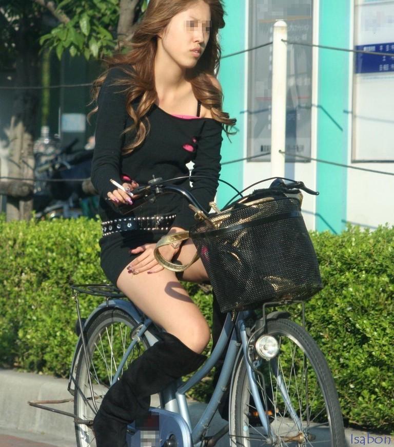 女の子は自転車乗ってるだけでエロいwwwオナニー捗るオカズ画像www 1245