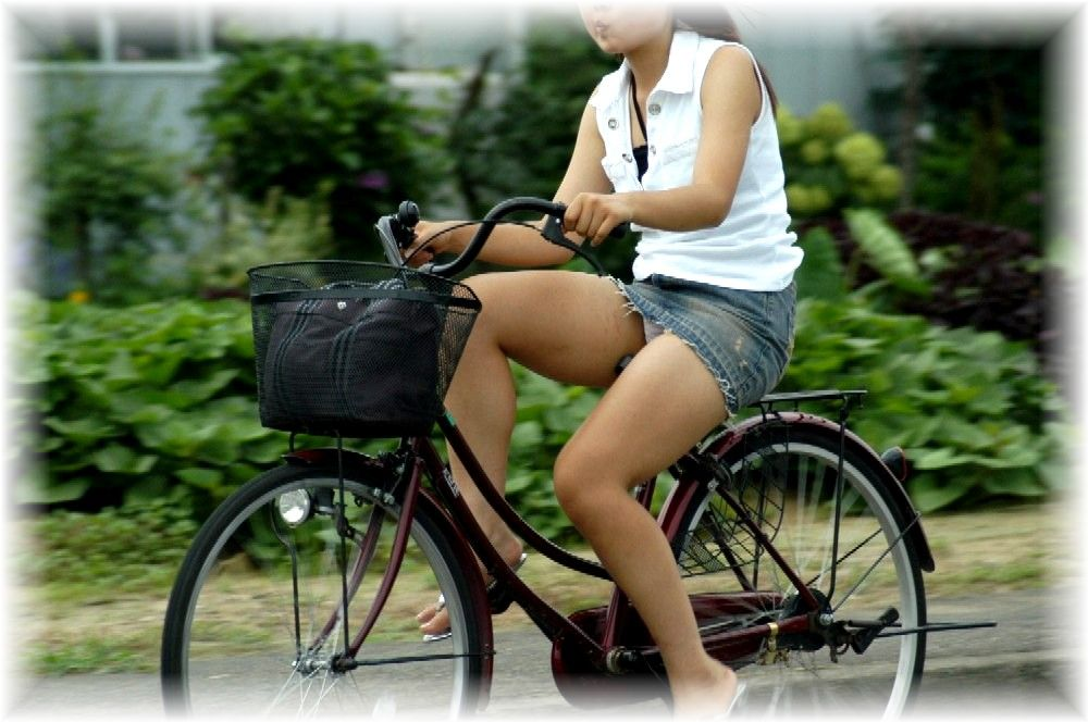 女の子は自転車乗ってるだけでエロいwwwオナニー捗るオカズ画像www 1247