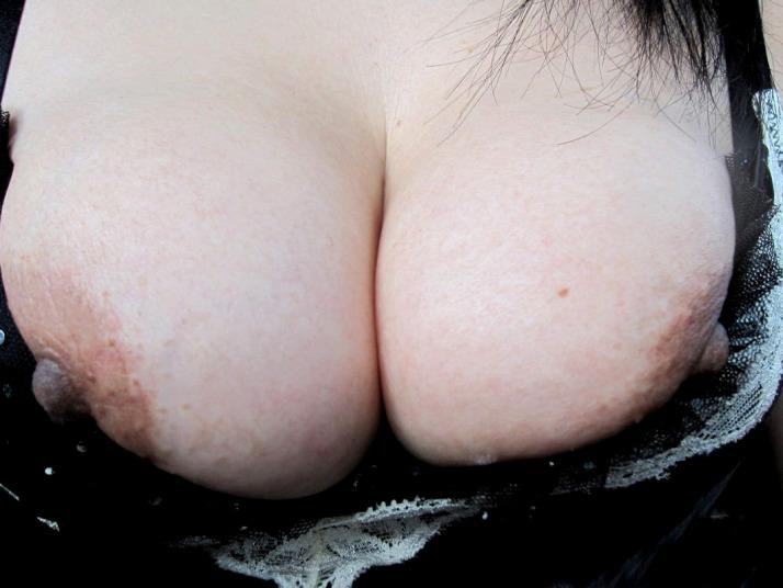 人妻にむっちり巨乳おっぱいに挟まれてパフパフされたいwww 1311