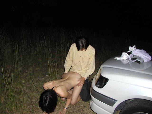 ド変態夫婦が夜の闇に紛れて青姦パコパコwww 2528