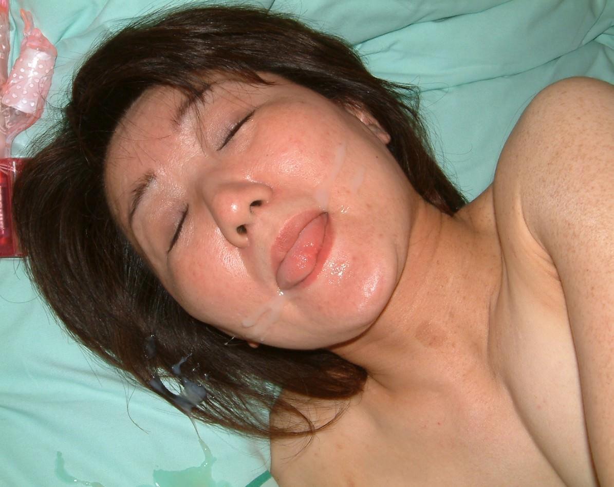 女子力高い素人のぶっさいくな面にクッサイ精子をぶっかけた顔射エロ画像www 3520