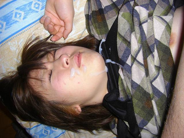 女子力高い素人のぶっさいくな面にクッサイ精子をぶっかけた顔射エロ画像www 4020