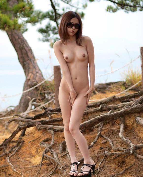 旦那に調教されて性癖開放された変態妻の美乳おっぱい晒す野外露出www 0733