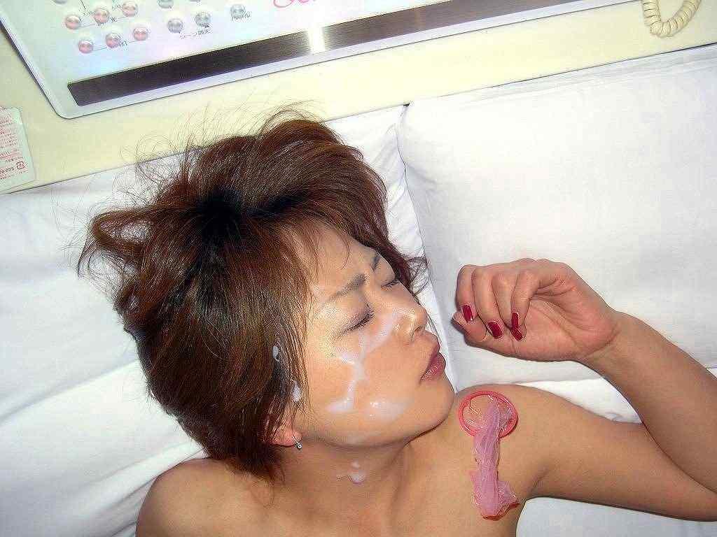 白濁汁で顔射とか口内射精で彼女を汚すの楽しすぎwww 0808