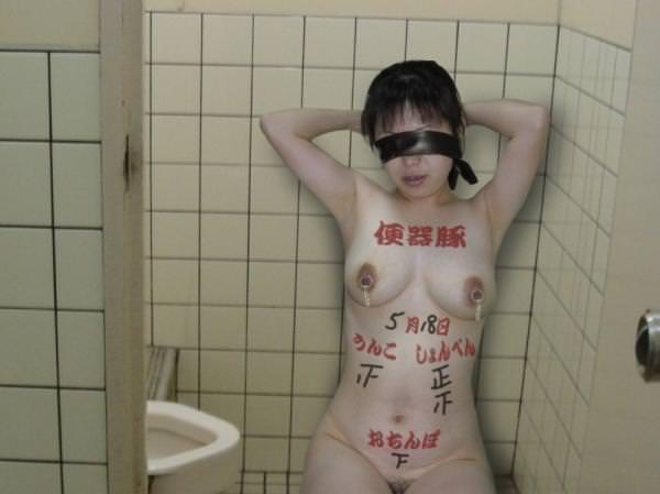 みんなのヤリマン公衆便所化してる女の身体にド変態な落書きwww 2240