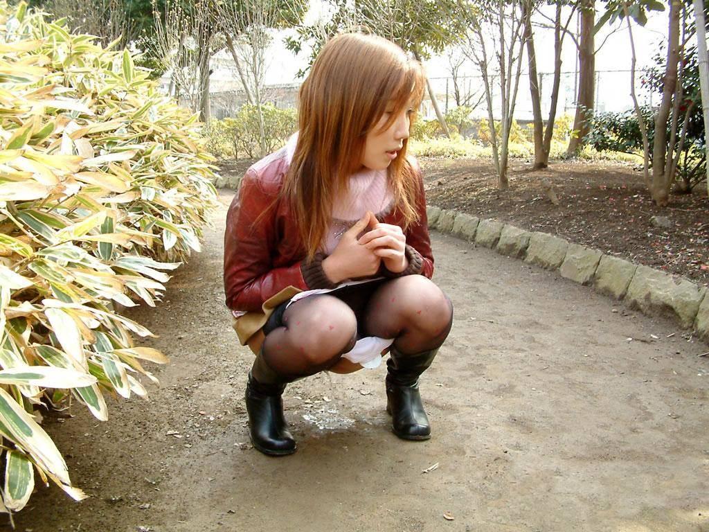 僕に笑顔でオシッコしてるとこ見せてくれる可愛い彼女の放尿www 2906