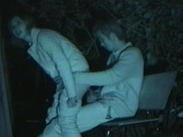 夜の公園はマン汁臭えーwww青姦してる素人カップルを赤外線カメラでガチ盗撮www 01