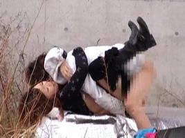 【盗撮】野外なのにガチでハメてるキチガイカップルのエロ画像