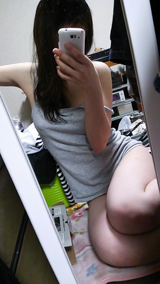 純な生娘がプリップリのエロい身体を自撮りしてSNSに晒してるwww 0609