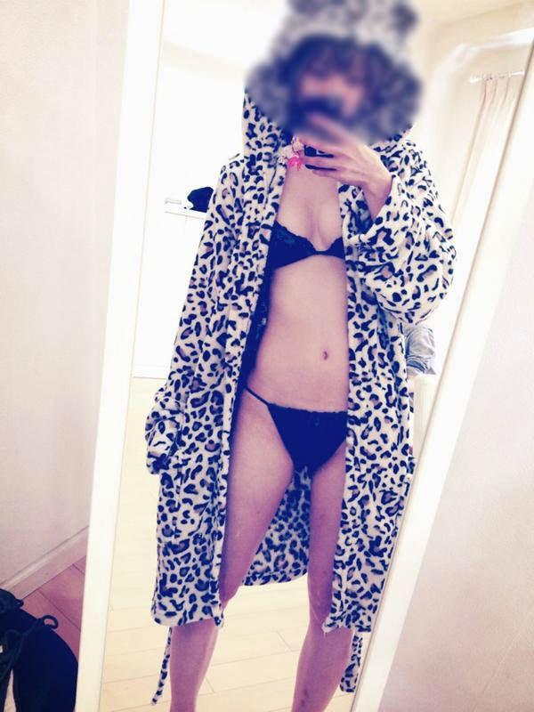純な生娘がプリップリのエロい身体を自撮りしてSNSに晒してるwww 0621
