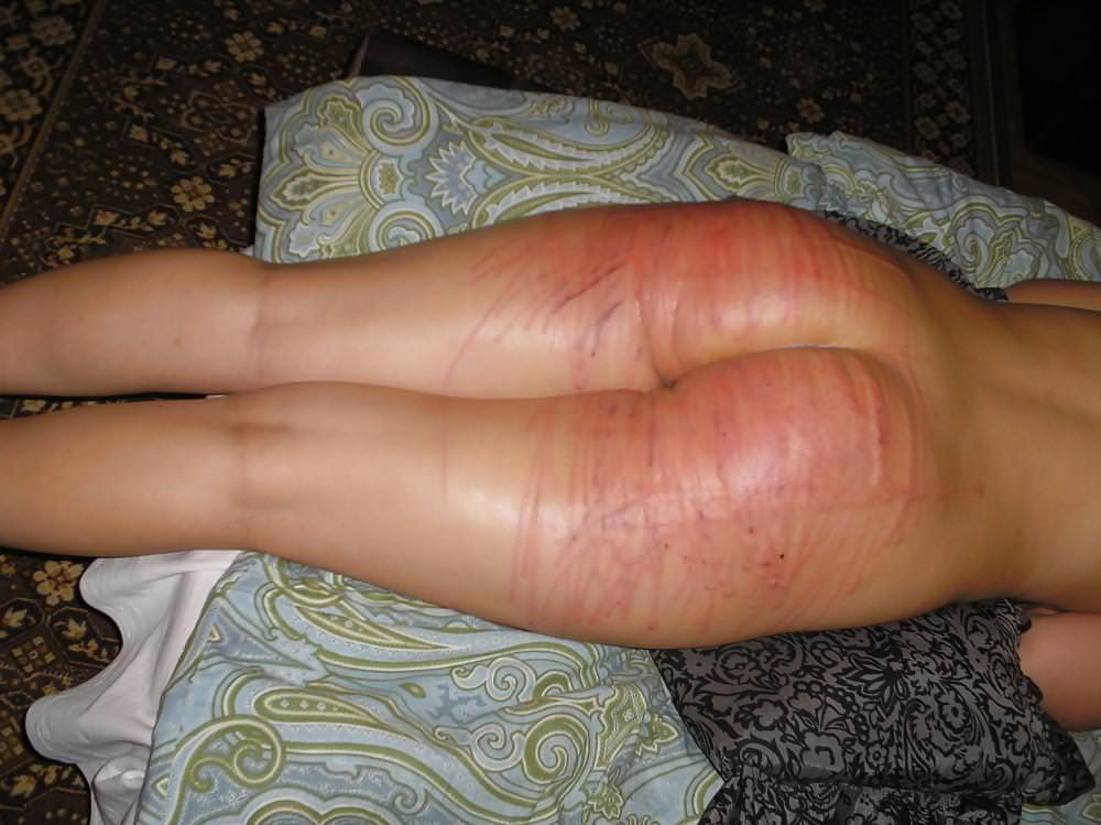 バックで犯してる間スパンキングして真っ赤になった彼女のお尻www 1205