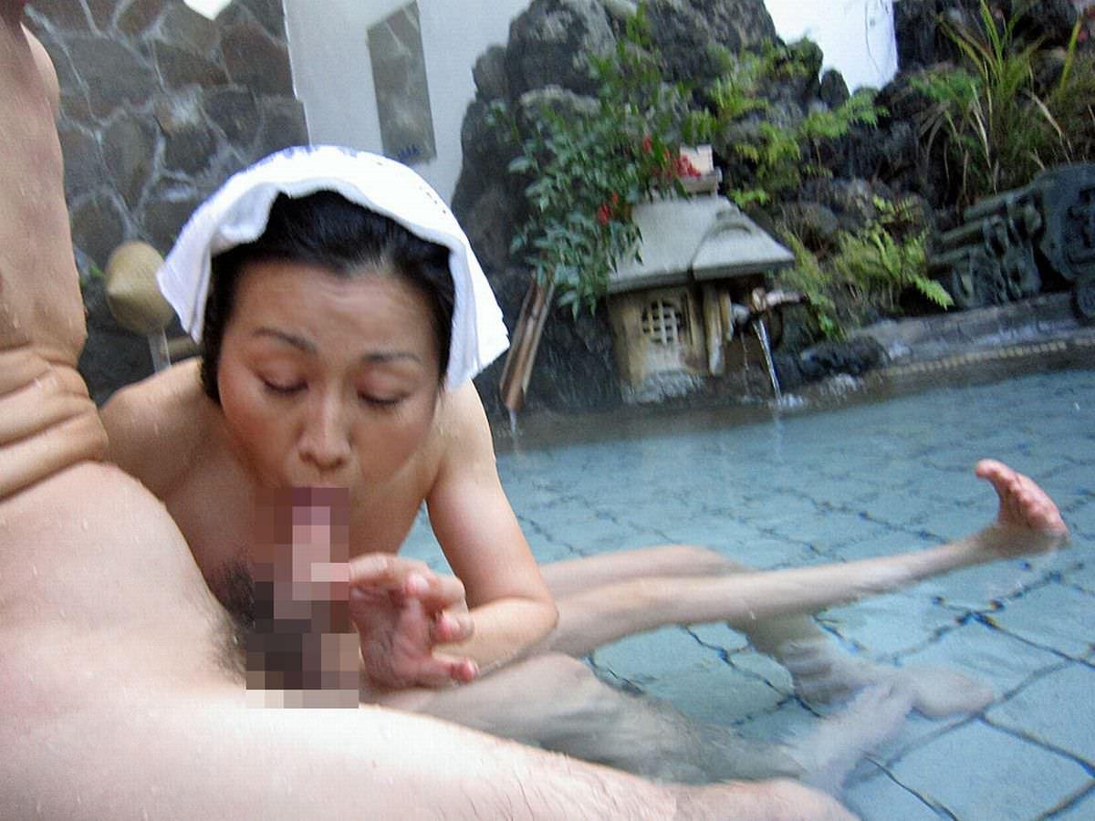 平日の貸切状態の温泉で変態夫婦が奥さんとエッチな撮影www 1503