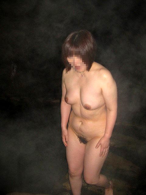 平日の貸切状態の温泉で変態夫婦が奥さんとエッチな撮影www 1517