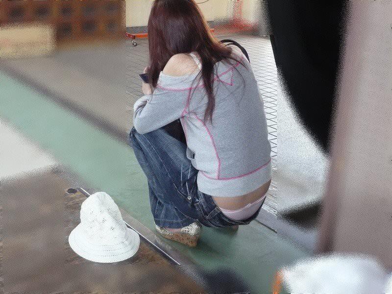 ローライズ履くギャルのちら見えパンティーと半ケツを街撮り盗撮www 15268