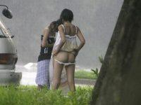 野外で着替える素人娘たちを思いっきり盗撮www