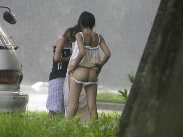 野外で着替える素人娘たちを思いっきり盗撮www 01 13