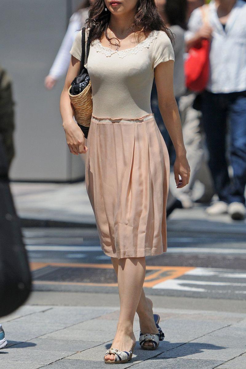 清楚系のキレイな30代お姉さんや人妻がスカート履いてる街撮り盗撮画像www 0101