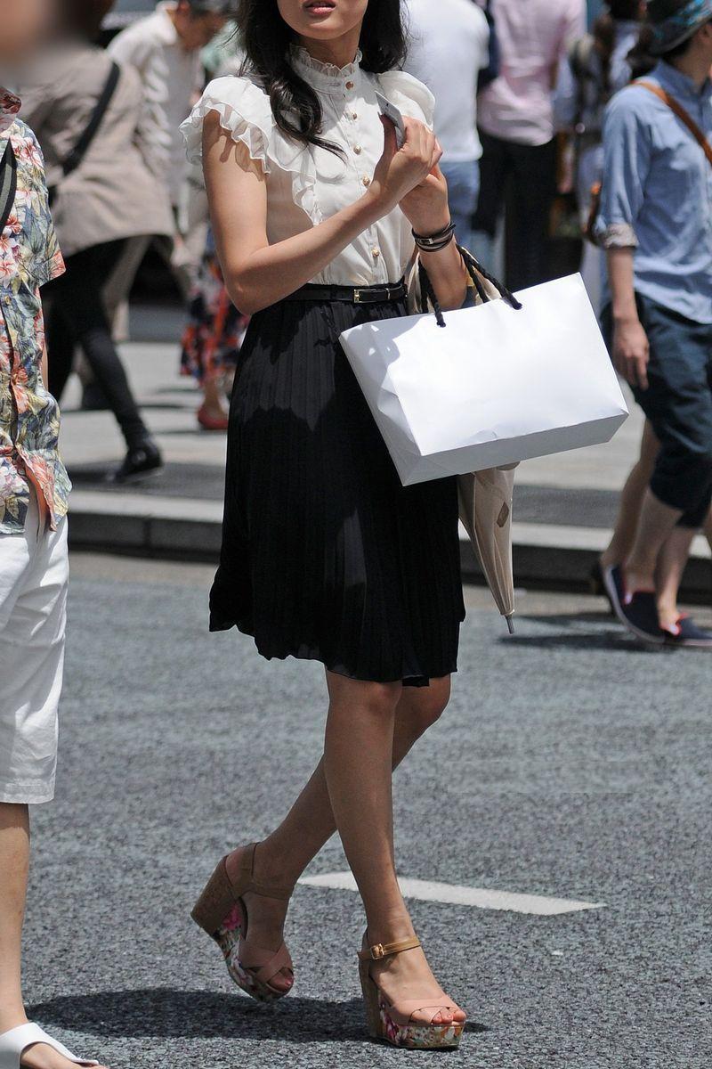 清楚系のキレイな30代お姉さんや人妻がスカート履いてる街撮り盗撮画像www 0102