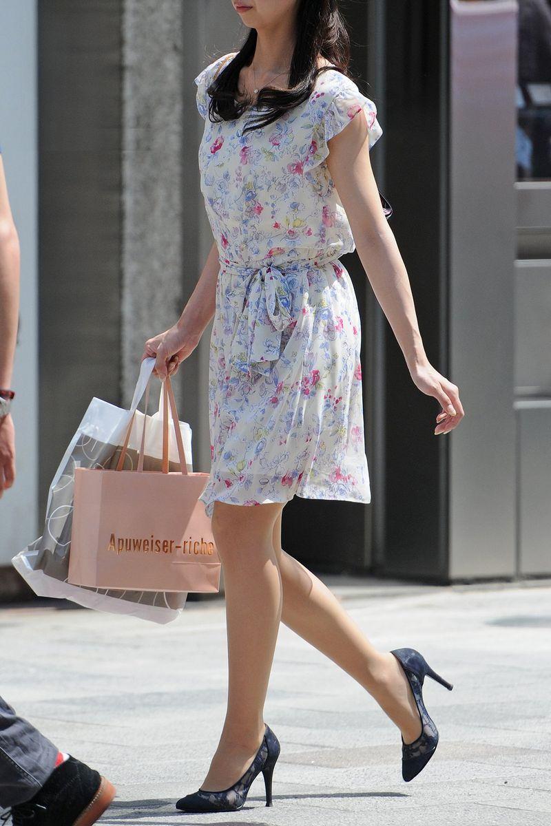 清楚系のキレイな30代お姉さんや人妻がスカート履いてる街撮り盗撮画像www 0106