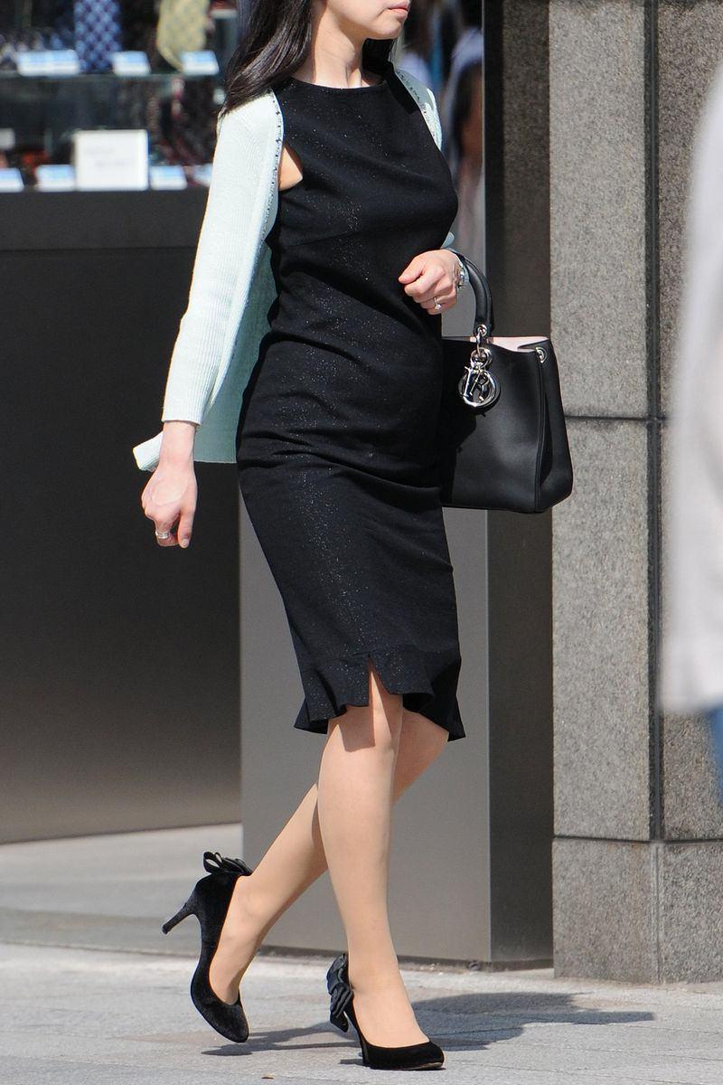 清楚系のキレイな30代お姉さんや人妻がスカート履いてる街撮り盗撮画像www 0107