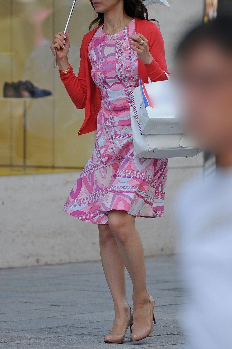 清楚系のキレイな30代お姉さんや人妻がスカート履いてる街撮り盗撮画像www 0108