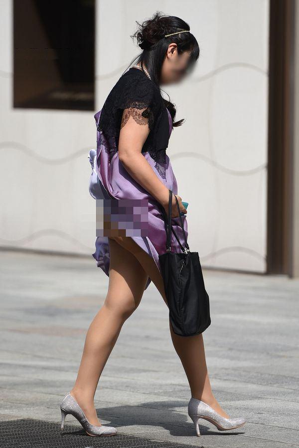 清楚系のキレイな30代お姉さんや人妻がスカート履いてる街撮り盗撮画像www 0109