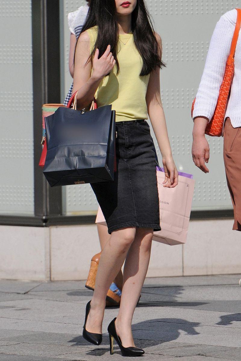 清楚系のキレイな30代お姉さんや人妻がスカート履いてる街撮り盗撮画像www 0111