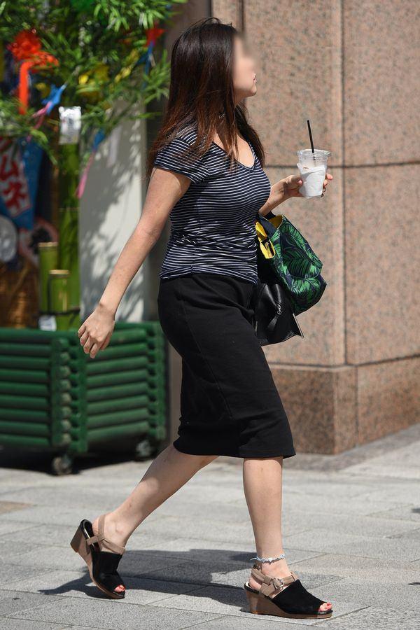 清楚系のキレイな30代お姉さんや人妻がスカート履いてる街撮り盗撮画像www 0112