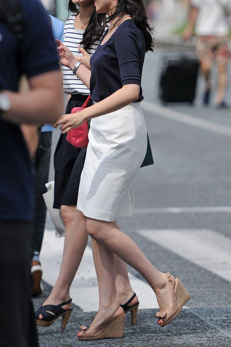 清楚系のキレイな30代お姉さんや人妻がスカート履いてる街撮り盗撮画像www 0113