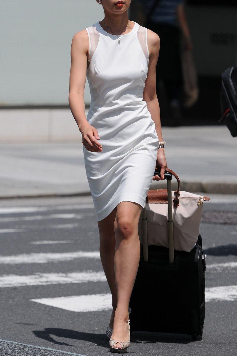 清楚系のキレイな30代お姉さんや人妻がスカート履いてる街撮り盗撮画像www 0114