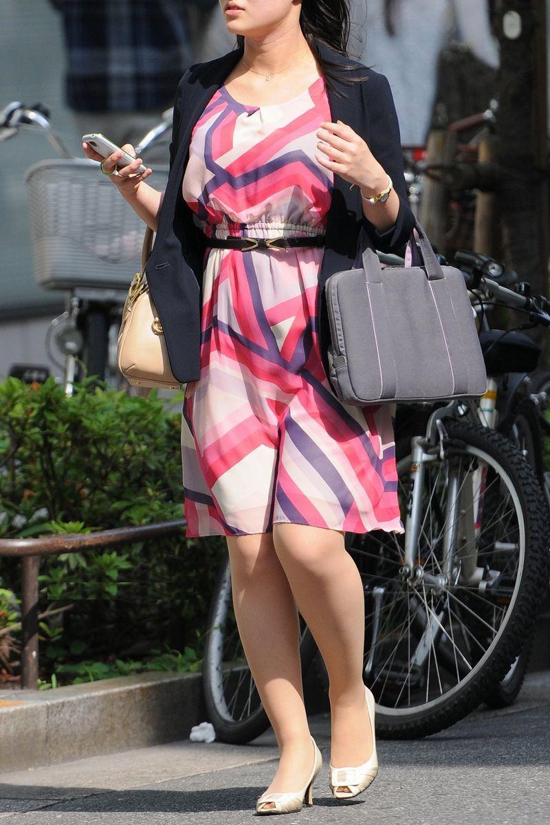 清楚系のキレイな30代お姉さんや人妻がスカート履いてる街撮り盗撮画像www 0116