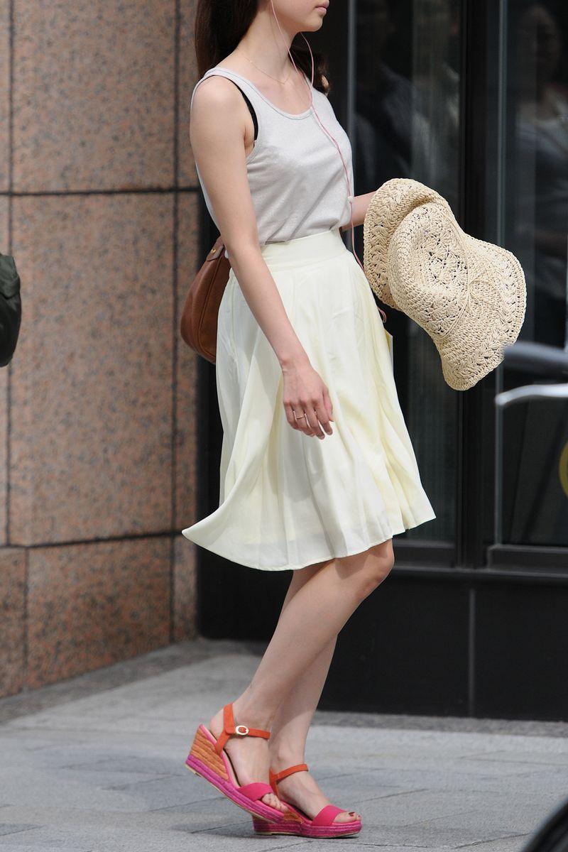 清楚系のキレイな30代お姉さんや人妻がスカート履いてる街撮り盗撮画像www 0117
