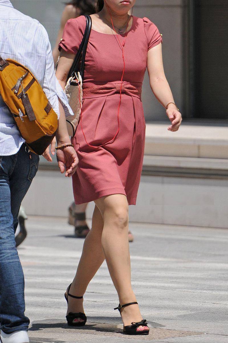 清楚系のキレイな30代お姉さんや人妻がスカート履いてる街撮り盗撮画像www 0119