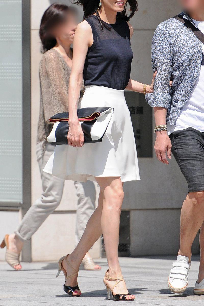 清楚系のキレイな30代お姉さんや人妻がスカート履いてる街撮り盗撮画像www 0120