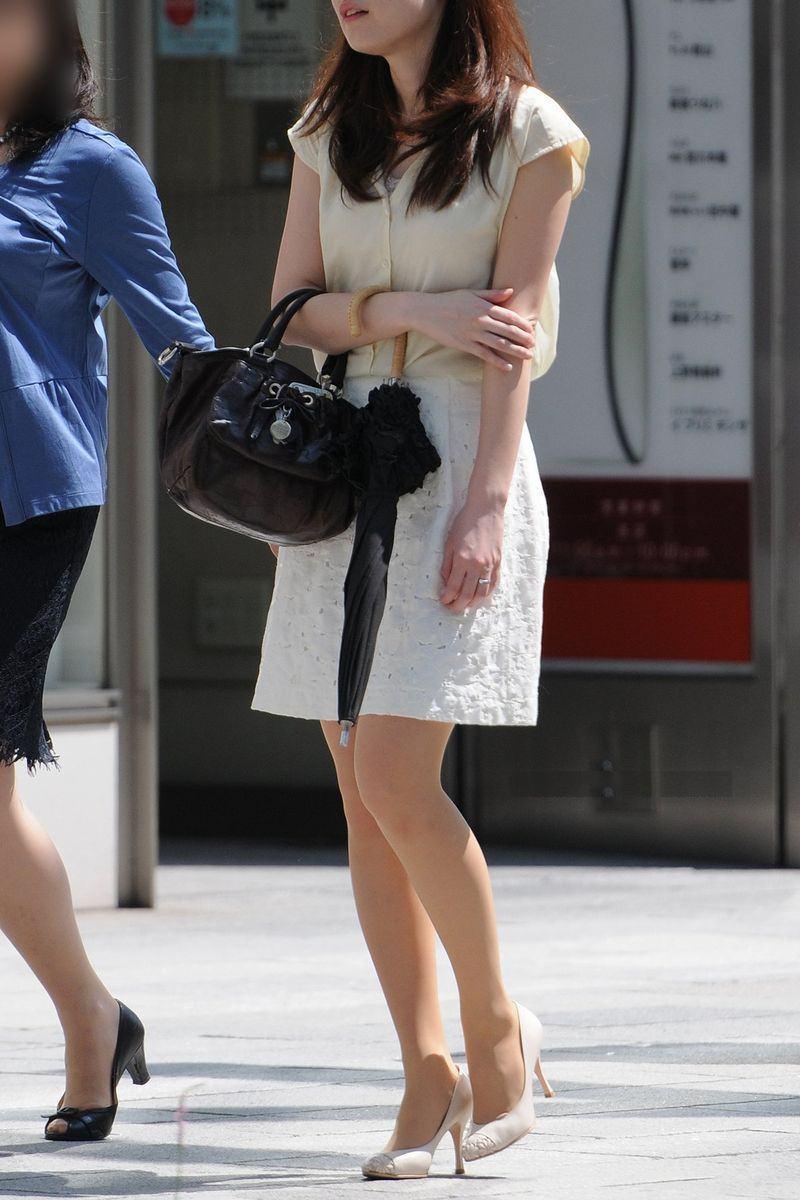 清楚系のキレイな30代お姉さんや人妻がスカート履いてる街撮り盗撮画像www 0122