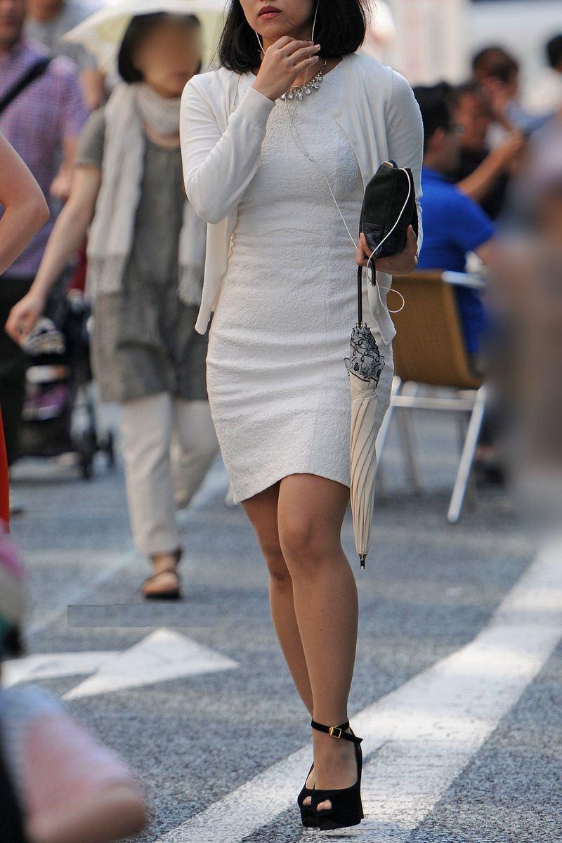 清楚系のキレイな30代お姉さんや人妻がスカート履いてる街撮り盗撮画像www 0123