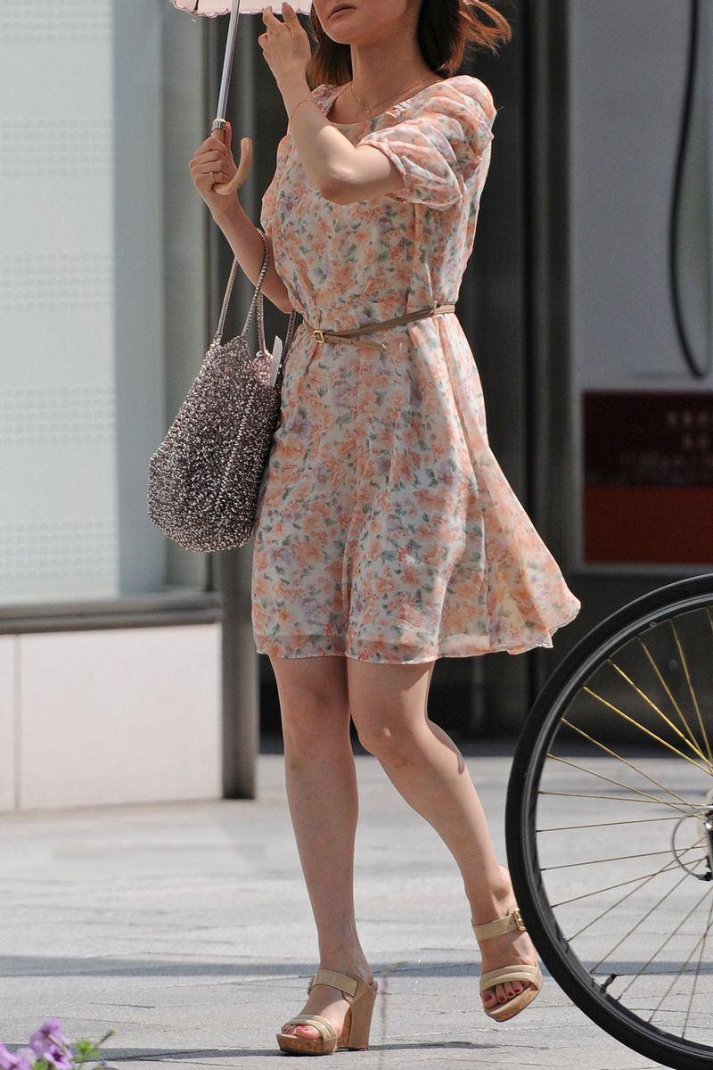 清楚系のキレイな30代お姉さんや人妻がスカート履いてる街撮り盗撮画像www 0125