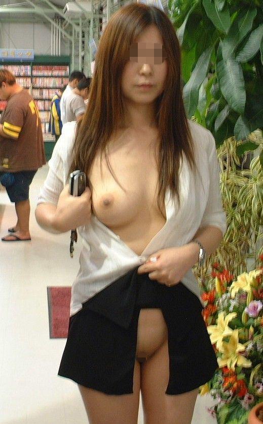 デートにマンネリ化したカップルが刺激を求めてショッピングで変態露出プレイwww 0301