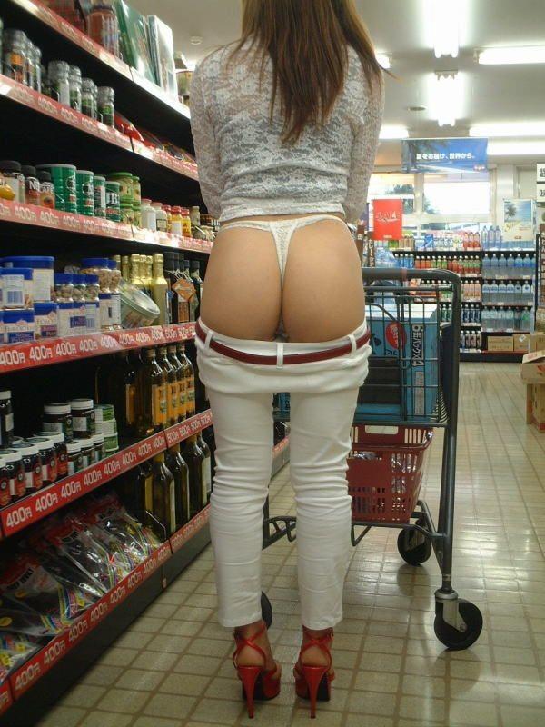 デートにマンネリ化したカップルが刺激を求めてショッピングで変態露出プレイwww 0302