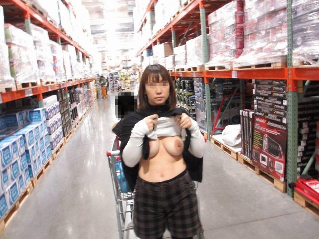デートにマンネリ化したカップルが刺激を求めてショッピングで変態露出プレイwww 0305