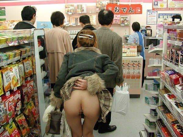 デートにマンネリ化したカップルが刺激を求めてショッピングで変態露出プレイwww 0309
