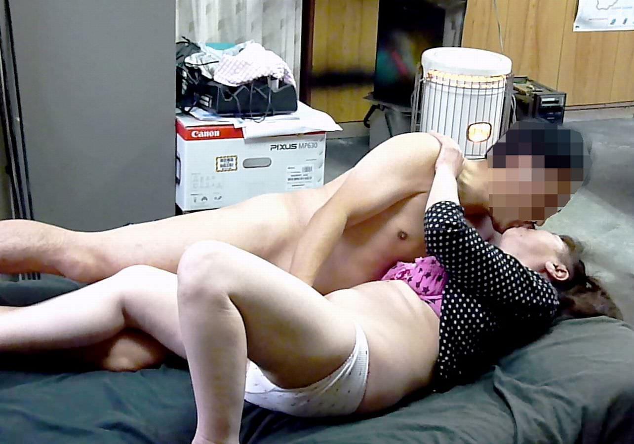 社内で付き合ってるカップルが残業中にオフィスでガチエロプレイwww洒落にならんwww 0743
