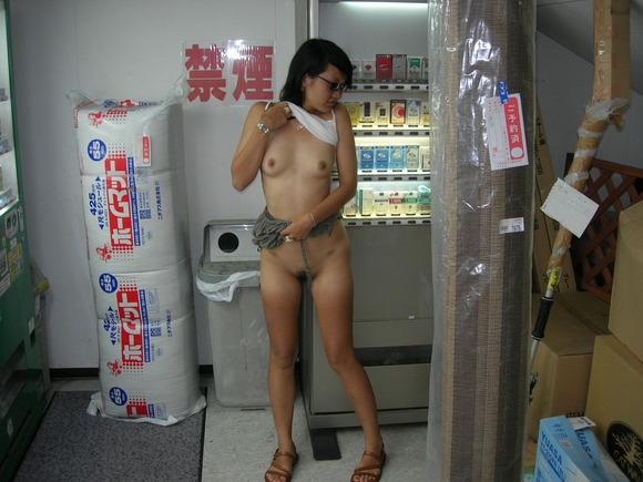 羞恥心にうずくマンコ!!露出プレイでびしょ濡れになった彼女と美味しくセックスしますwww 1622