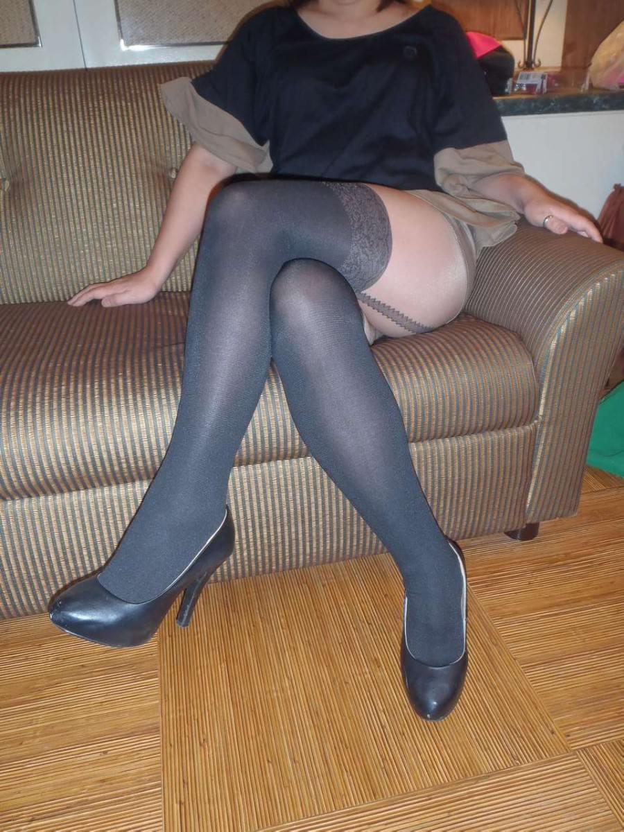 40代でもスタイル保ってる美熟女スコwww美脚にスリスリさせて欲しいwww 2505